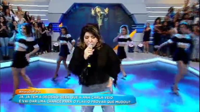 Roberta Miranda agita plateia com seus sucessos