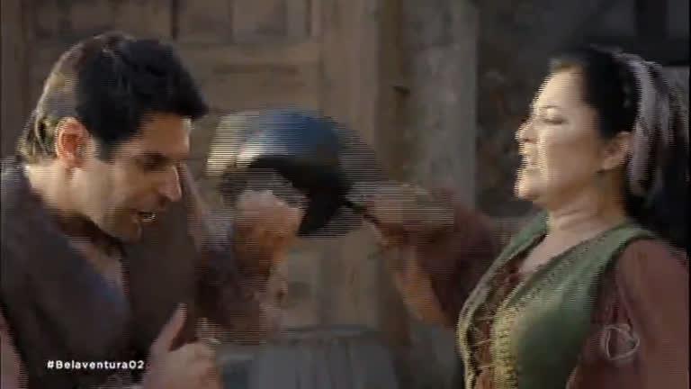 Tácitus é expulso da taverna a paneladas e ganha elogios de Polentina
