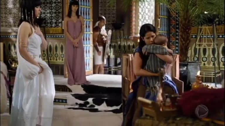 Joquebede amamenta Moisés e recebe a permissão da princesa para criá-lo em casa