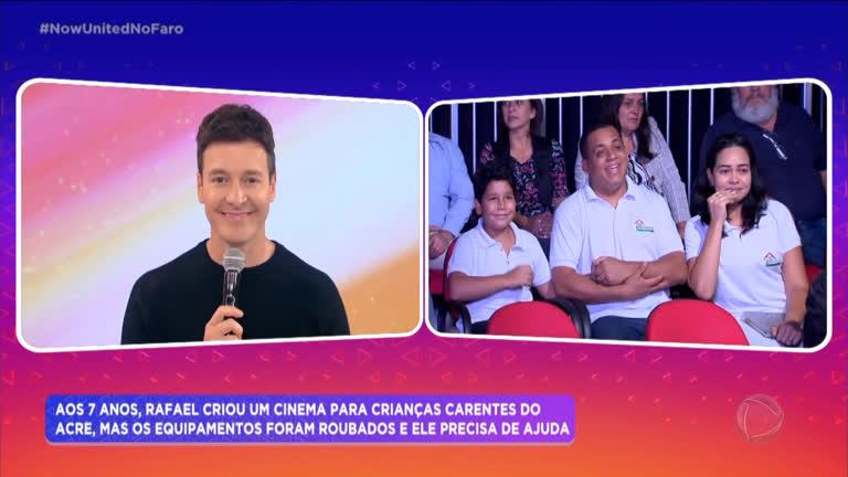 Rodrigo Faro surpreende menino que criou cinema comunitário no Acre - R7