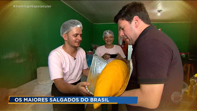 Resultado de imagem para Cozinheiro do Acre ganha fama ao fazer salgados gigantes