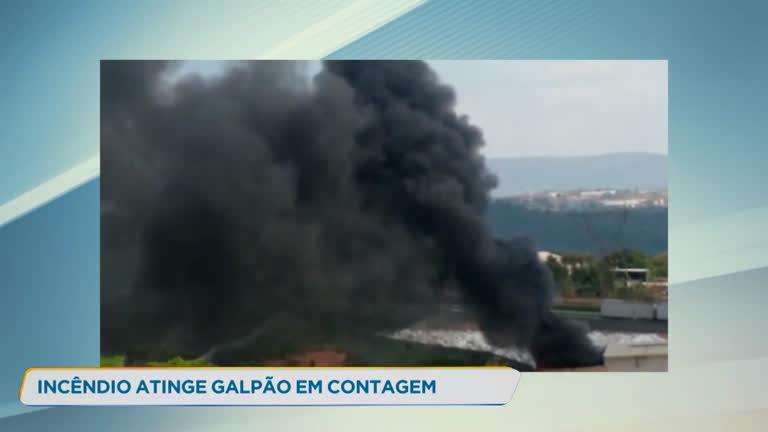 Galpão com material inflamável pega fogo em Contagem (MG) - R7