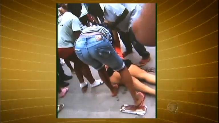 Mulher leva tiro de fuzil durante operação policial em comunidade do RJ -  RecordTV - R7 Fala Brasil