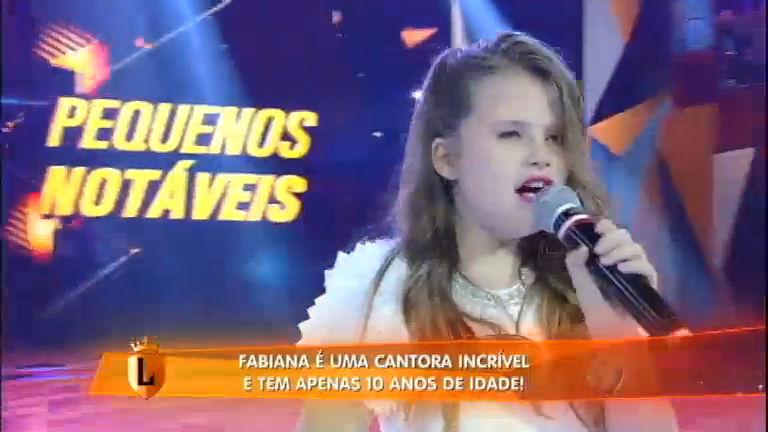 Com apenas dez anos de idade, Fabiana já é uma cantora incrível! A garota deixou todo mundo impressionado cantando o sucesso Love Me Like You Do, de Ellie Goulding. Confira!