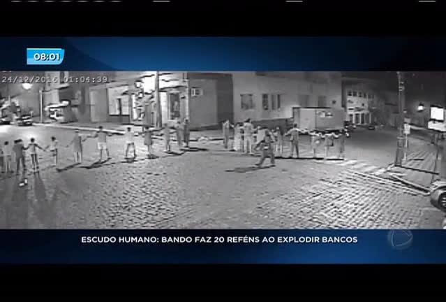 Escudo humano: bando faz 20 reféns ao explodir bancos
