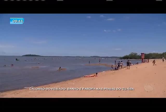 Calorão do feriado: banho e farofa nas praias do Guaíba