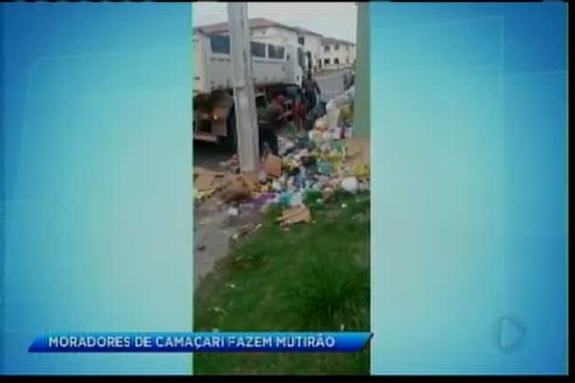 Moradores de Camaçari fazem multirão