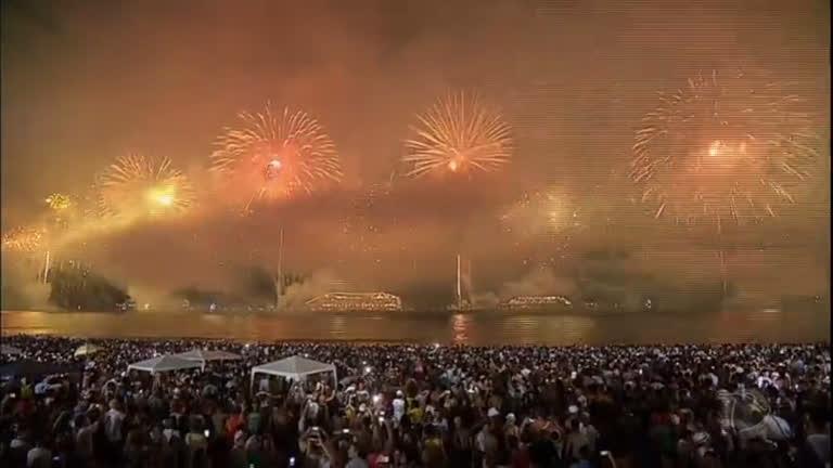 Cerca de 2 milhões de pessoas passaram o Réveillon em Copacabana