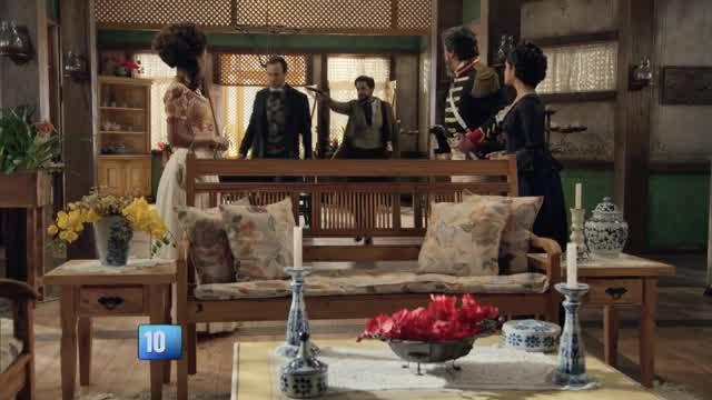 Armado, Miguel faz Almeida refém e o entrega para o capitão Loreto