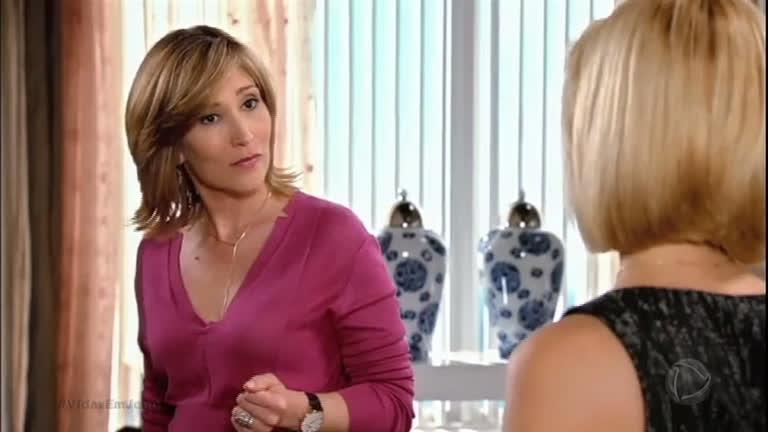 Patrícia e Regina conversam sobre segredo de Augusta