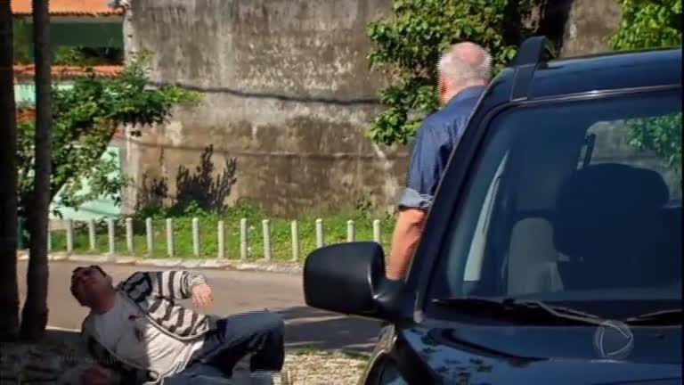 Cleber atira em Zeca e é flagrado por Maurício