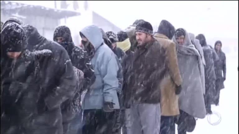 Frio intenso mata ao menos 25 pessoas na Europa