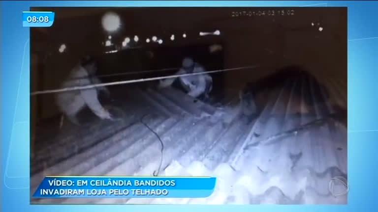 Bandidos invadem loja pelo telhado