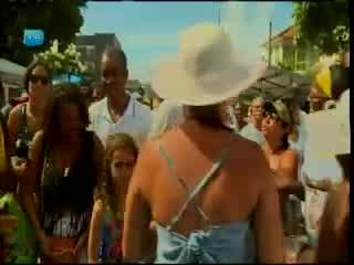 Baianos e turistas cantam na Festa do Bonfim