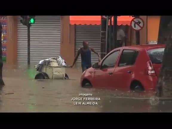 Chuva causa transtornos no centro e na zona sul do Rio