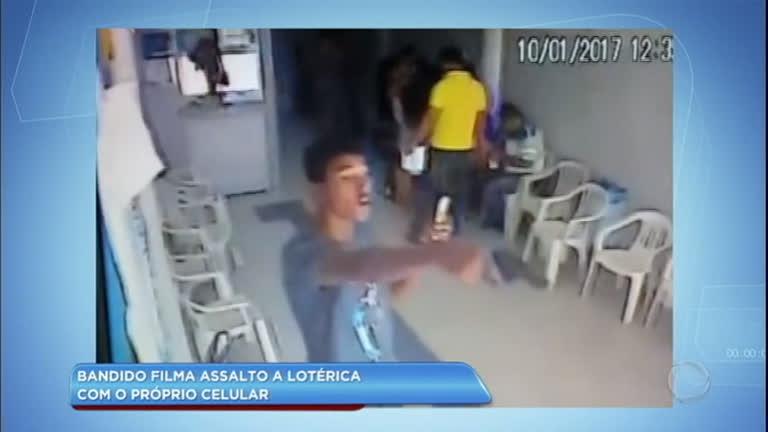 Criminoso filma assalto em lotérica com o próprio celular