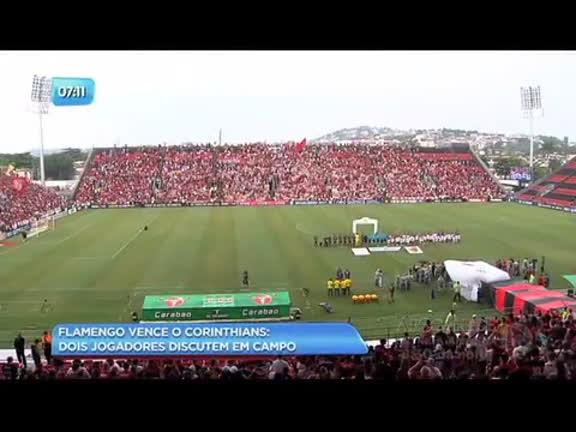 Flamengo vence campeão Corinthians em casa