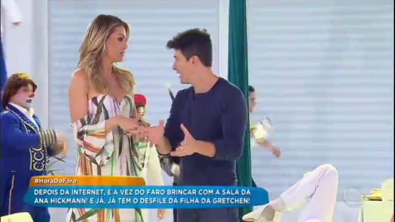 Faro transforma sala da Ana Hickmann em campo de futebol e escola de samba  - RecordTV - R7 Hora do Faro 208ed7e6ce