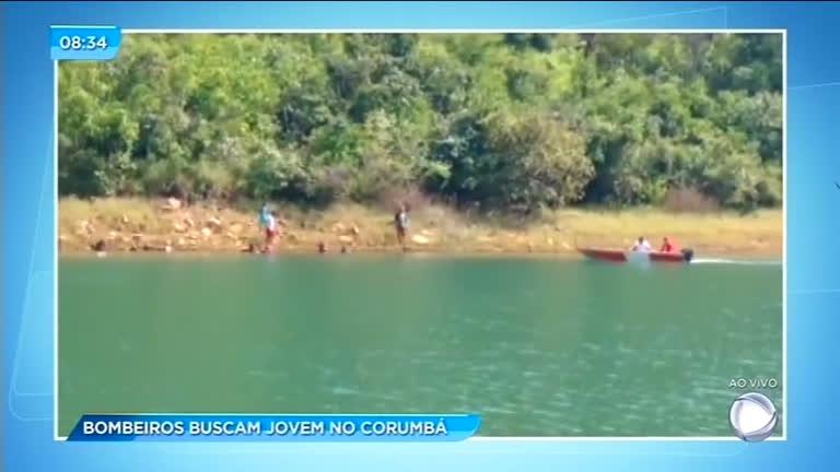 Bombeiros fazem buscas para encontrar jovem desaparecido no Corumbá