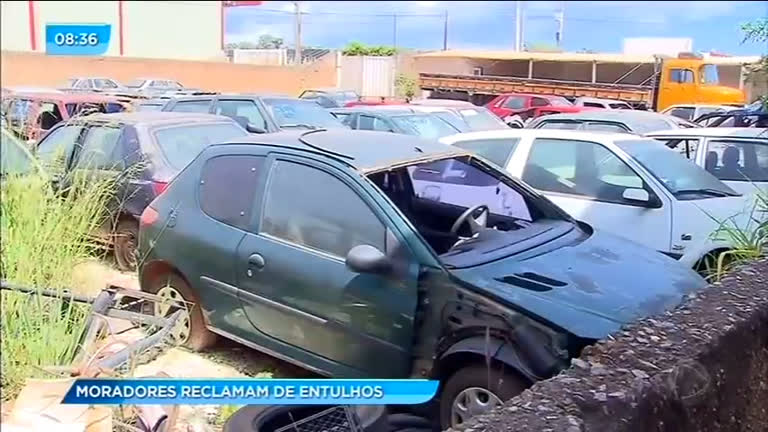 Moradores de Vicente Pires reclamam de entulhos
