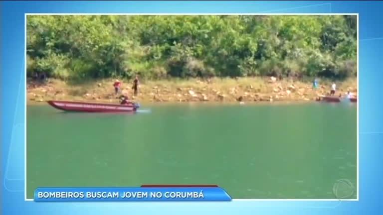 Bombeiros procuram corpo de jovem que se afogou no Corumbá