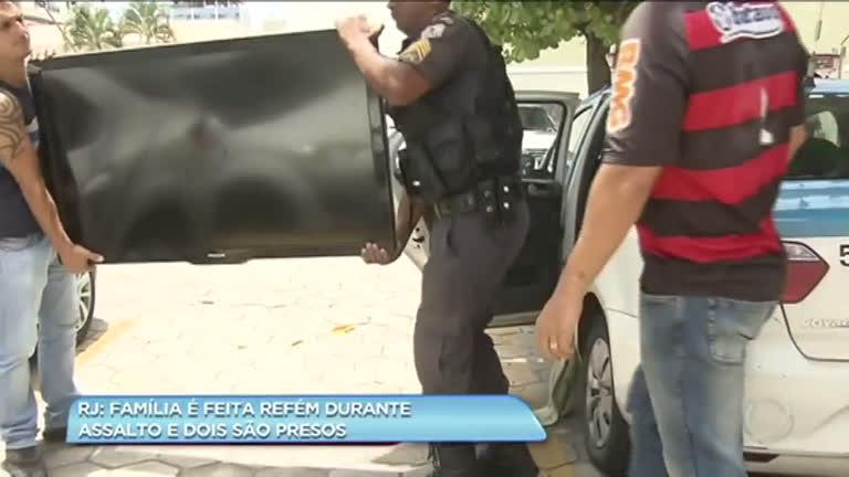 Polícia prende dois suspeitos de roubar família e fazê-la refém em Campos