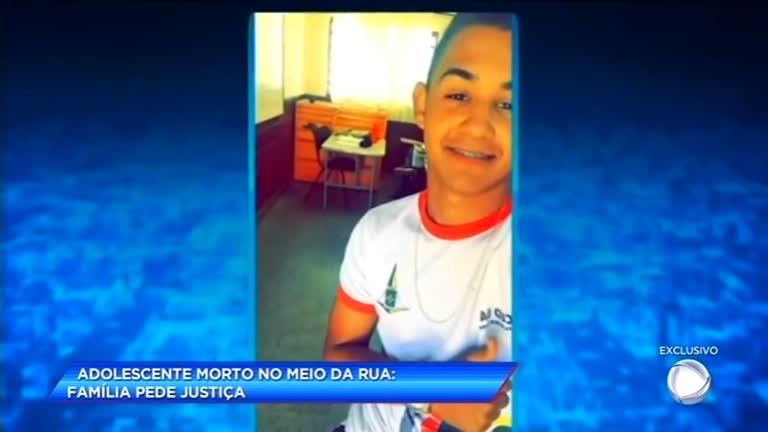 Adolescente é morto no meio da rua e família pede por justiça