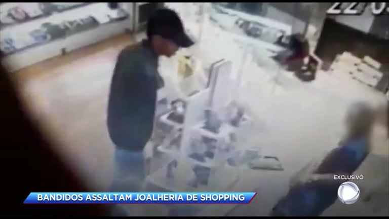 393342c34a6 Criminosos assaltam joalheria de shopping na zona norte do Rio - Rio de  Janeiro - R7 Cidade Alerta RJ