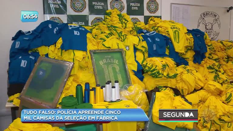 52c17400050a2 Polícia fecha fábrica de camisas piratas da seleção brasileira - Rio de  Janeiro - R7 Balanço Geral RJ