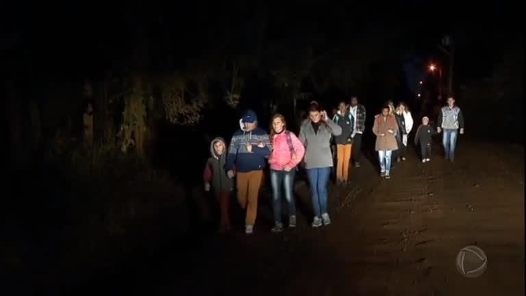 Estudantes caminham 4 km para ir à escola no Rio Grande do Sul