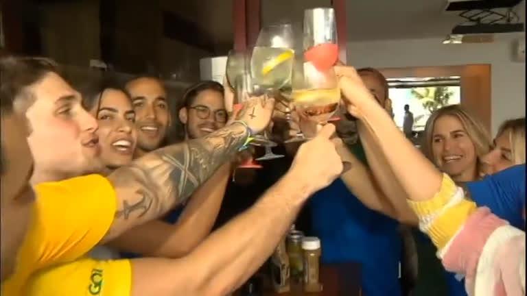 Familiares e amigos de Philippe Coutinho comemoram sucesso do jogador na Copa