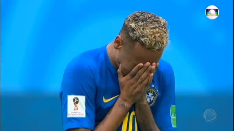 Após primeiro gol na Copa, Neymar cai no choro