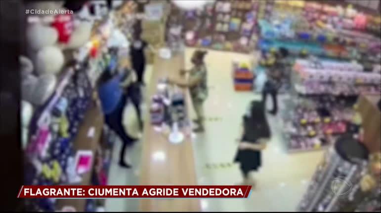 Mulher ciumenta agride vendedora em loja no interior de SP - RecordTV - R7 Cidade Alerta