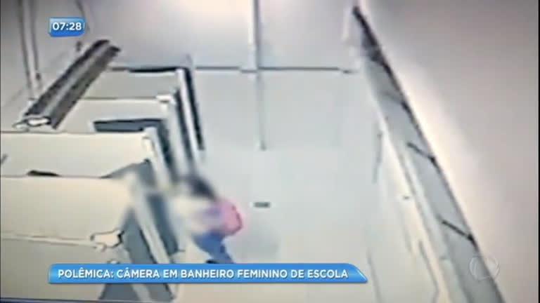 148c8ea4d Escola instala câmera de segurança em banheiro feminino e gera polêmica -  RecordTV - R7 SP no Ar