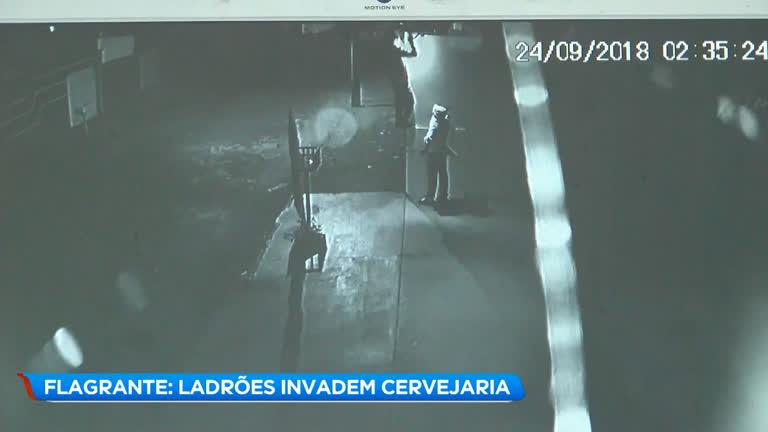 257c7f6e9 Ladrões invadem cervejaria em Uberlândia (MG)