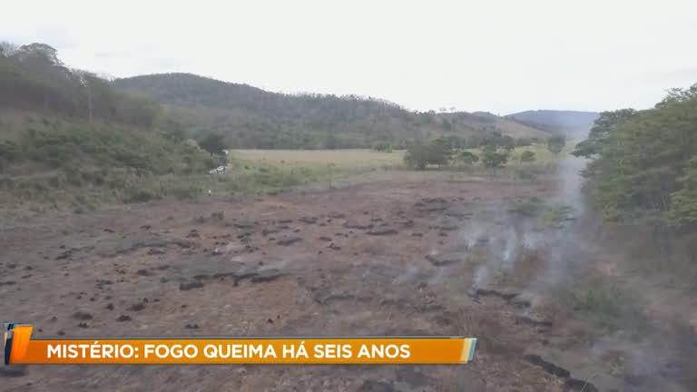 Fazendeiro tenta apagar fogo que queima área há seis anos