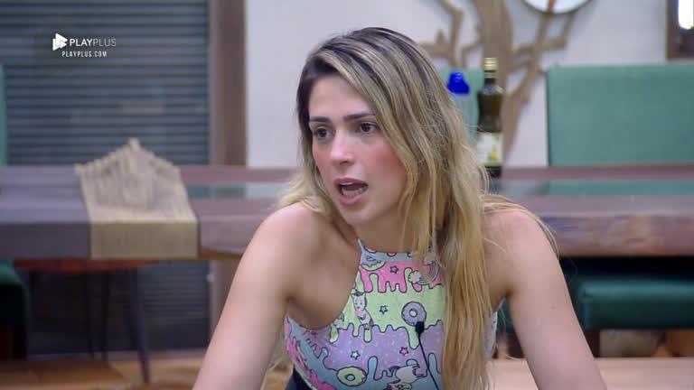 Em conversa com Caique e Rafael, Nadja reclama de estar gordinha