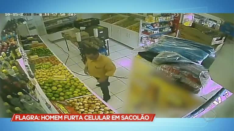 Homem furta sacolão em Uberlândia (MG)