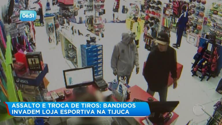 dc6780ff2 Quadrilha invade loja na Tijuca e tranca funcionários do estoque - Rio de  Janeiro - R7 Balanço Geral RJ