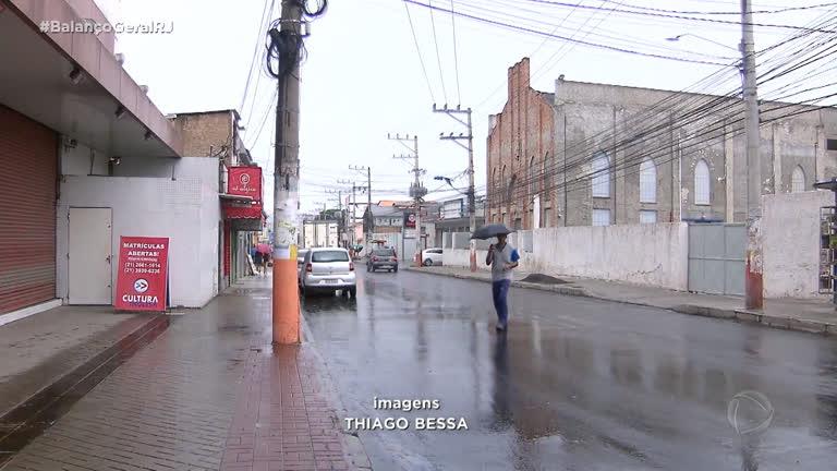 9bff2d1d9 Tentativa de assalto à loja termina com funcionário morto na Baixada - Rio  de Janeiro - R7 Balanço Geral RJ