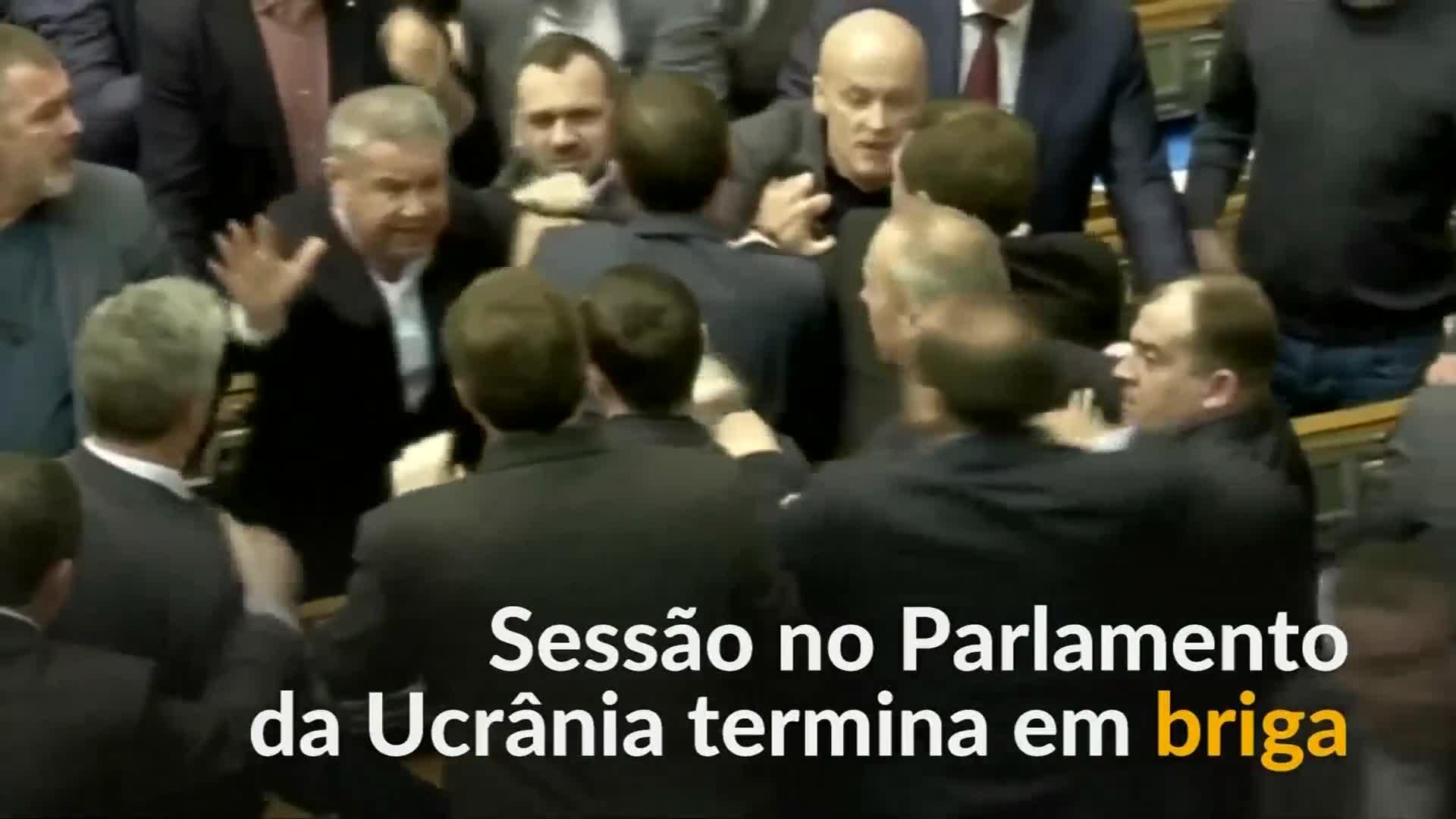 Deputados trocam socos em parlamento ucraniano not cias for Streaming parlamento